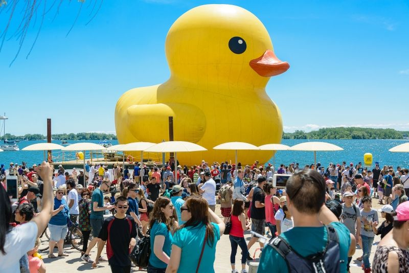 World S Largest Rubber Duck Returns To Toronto For Redpath Waterfront Festival Toronto4kids January 2020 In 2020 Rubber Duck Waterfront Duck