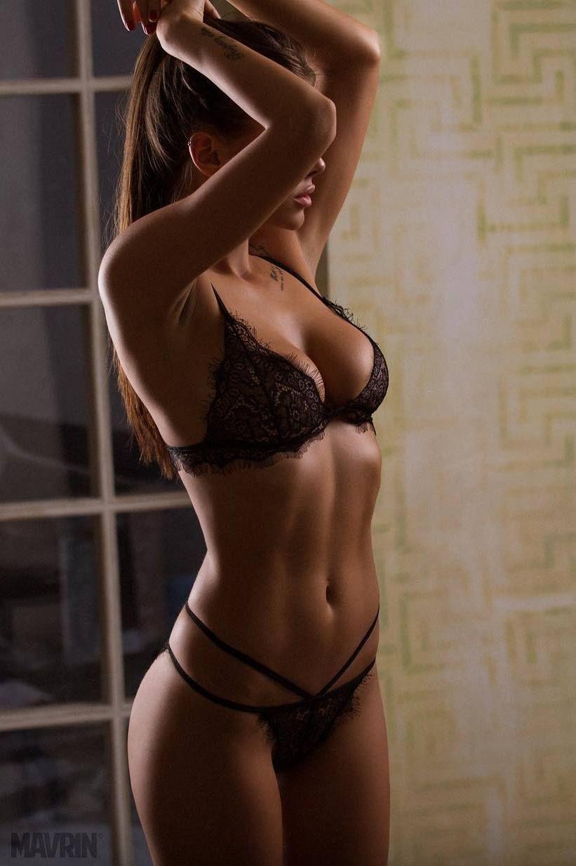 Free nude babe selfies