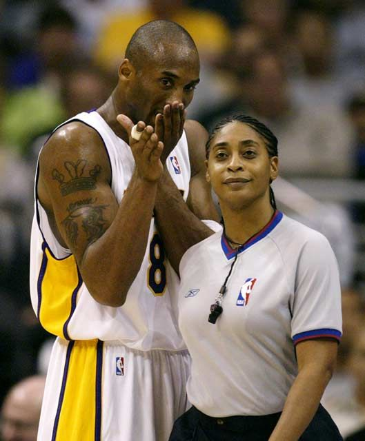 Violet Palmer Becomes The First Female To Referee An Nba All Star Game American Athletes Inspirational Women Women In History