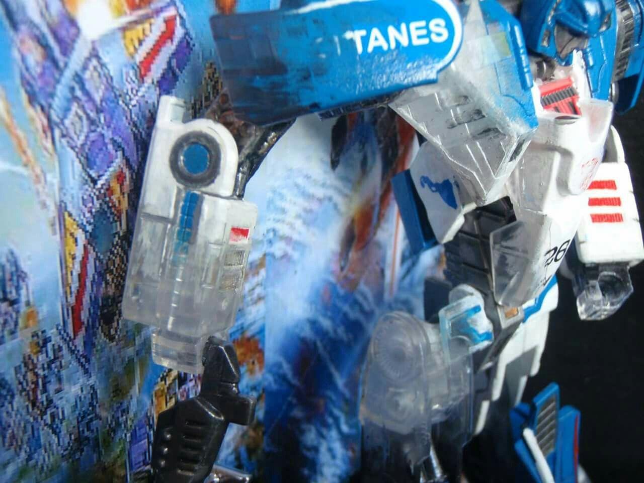 #custranz Mid-electro disruption Mirage arm #detail #customdecals #handpainted #customtransformer #transformers #autobot #creative #designer #aimhigh
