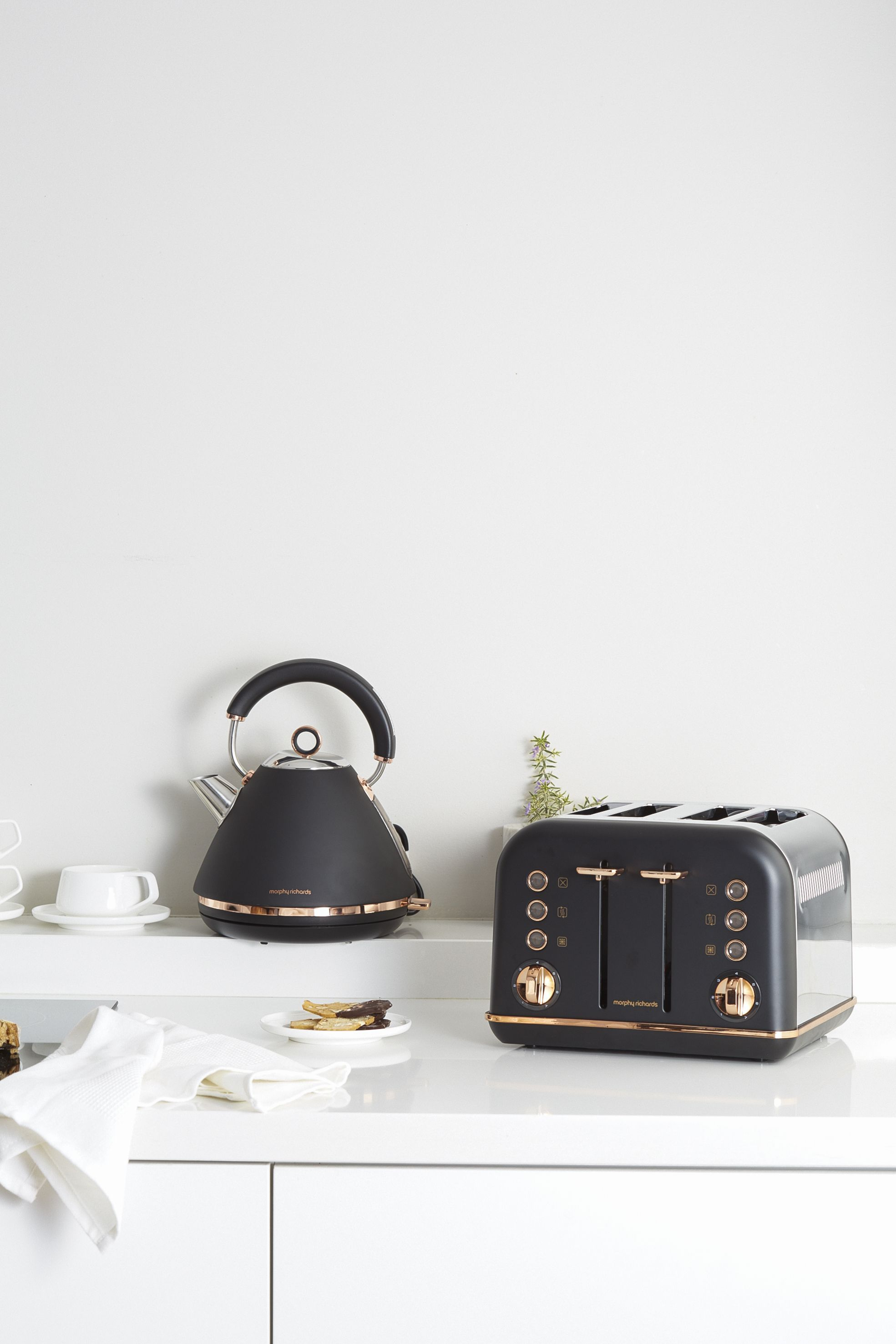 Accents Rose Gold Kettle And Toaster Set In Black Finish By Morphy