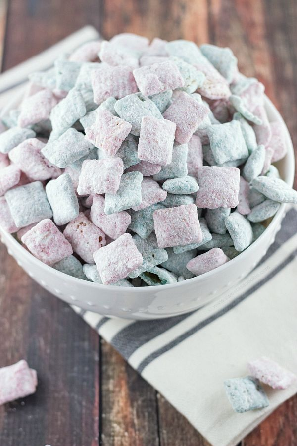 Blog post at Sweet as a Cookie : If you've been following my blog long, you probably know I'm a huge fan of puppy chow. I've shared quite a few amazing recipes over the year[..]