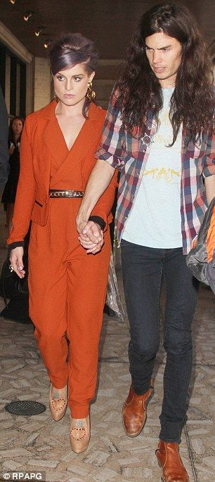 Kelly Osborne, accompanied by boyfriend Matthew Mosshart, attempted to reach her waiting taxi without revealing the sweat patches under her arms...