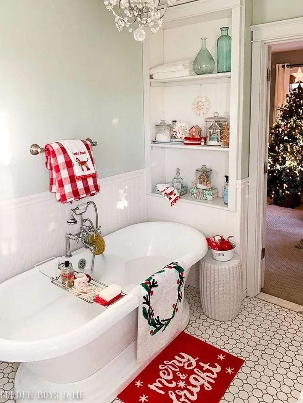 31 Brilliant Christmas Bathroom Decoration Ideas That Looks So Simple Christmas Bathroom Decor Christmas Bathroom Christmas Decor Ideas For Bedroom Farmhouse christmas bathroom decor