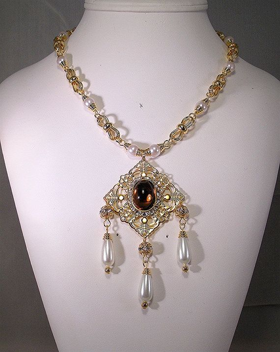 Hey, I found this really awesome Etsy listing at https://www.etsy.com/listing/227572942/renaissance-necklace-medieval-necklace