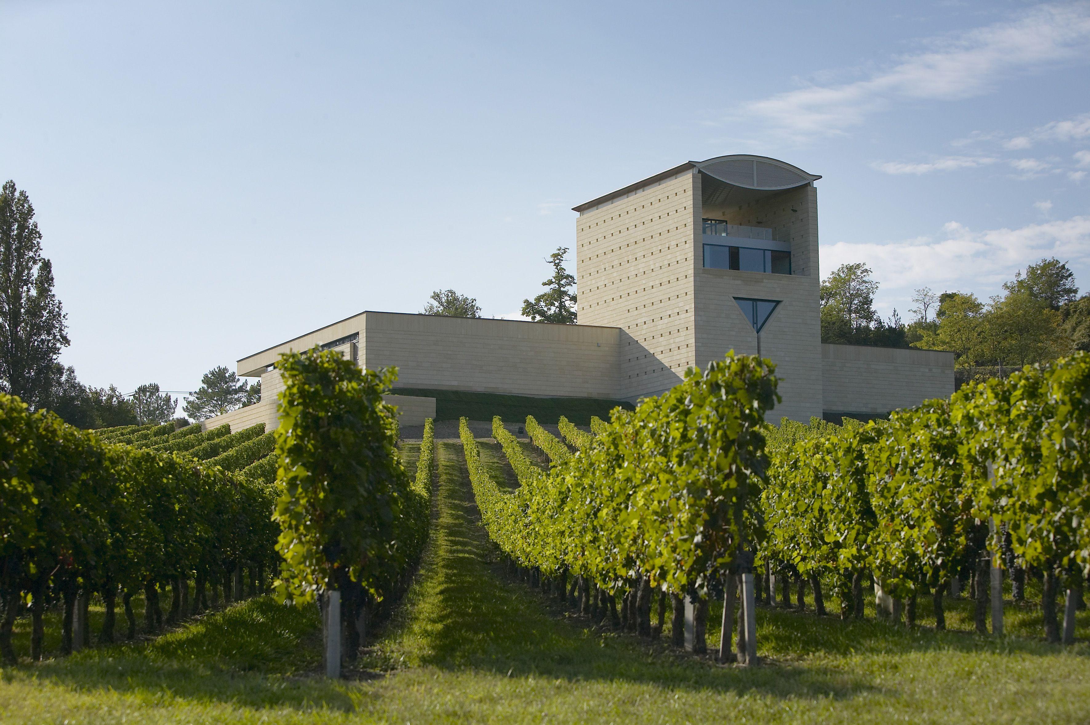 Venez découvrir le château Faugères en réservant votre visite sur Wine Tour Booking