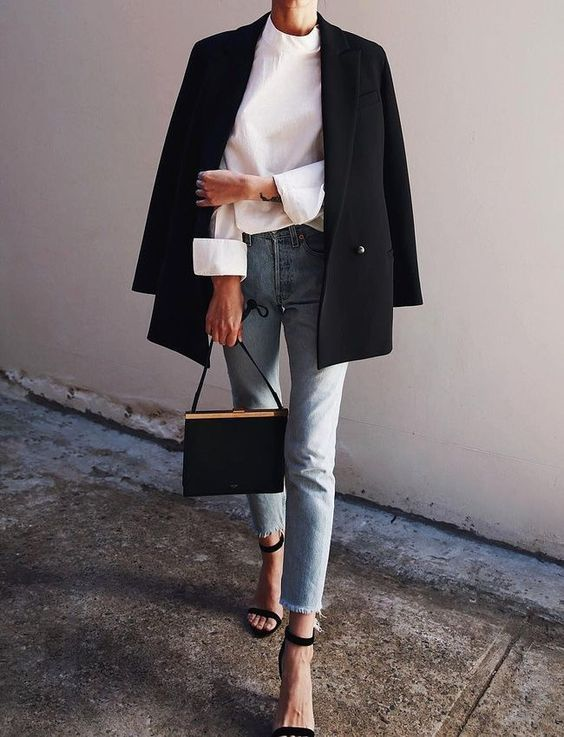 Tendance Chaussures 2017/ 2018  : Simply chic. Obsessed with the off-the-shoulde…