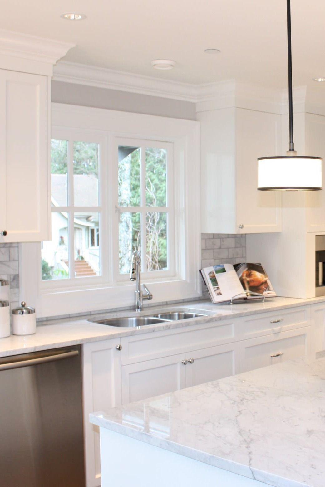 All White Kitchen Marble Countertops Cabinets Marble Backsplash Dark Hardwood In 2020 Kitchen Design Countertops White Marble Kitchen White Marble Kitchen Countertops