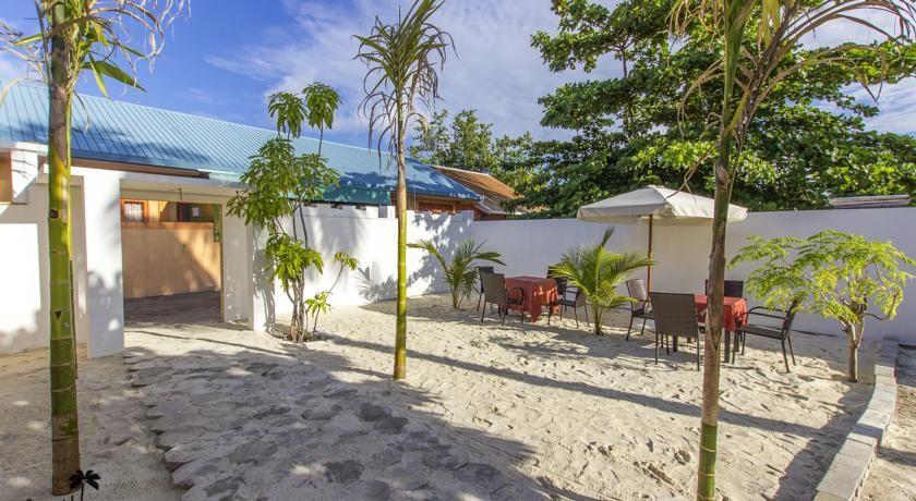 Booking.com: Castle Inn , Bodufolhudhoo, Maldives - 12 Guest reviews . Book your…