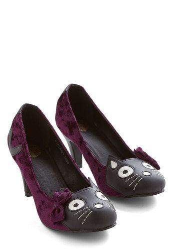 Meow's the Time Heel in Purple Velvet. We thought an animal enthusiast like you purr-haps has room for a pair of these feline-faced heels! #gold #prom #modcloth
