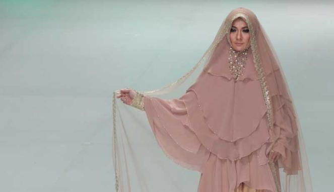 Muslim wedding dress and khimar by merry pramono, Indonesia Fashion ...