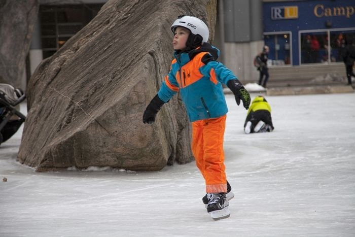 torontos best ice skating rinks a photo essay  discover toronto  torontos ice skating rinks ryerson university  ice skating around the  rocks