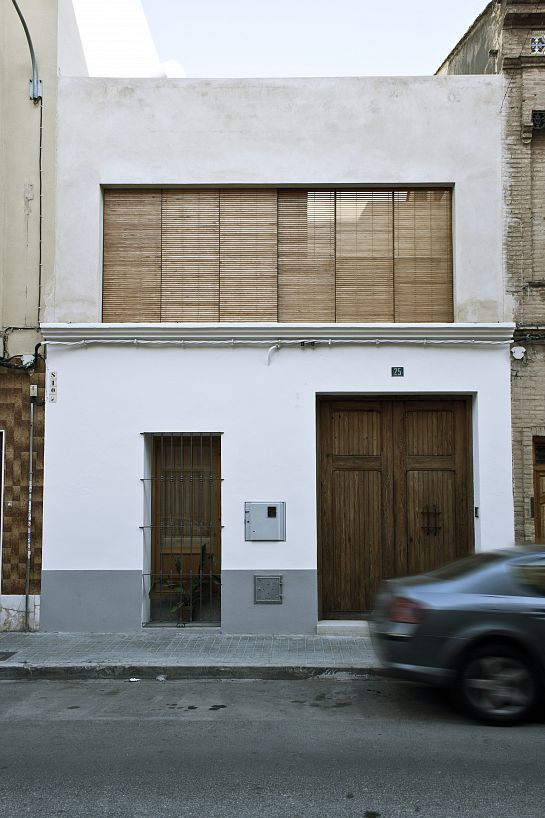 Rehabilitaci n de casa entre medianeras burjassot for Fachadas viviendas modernas