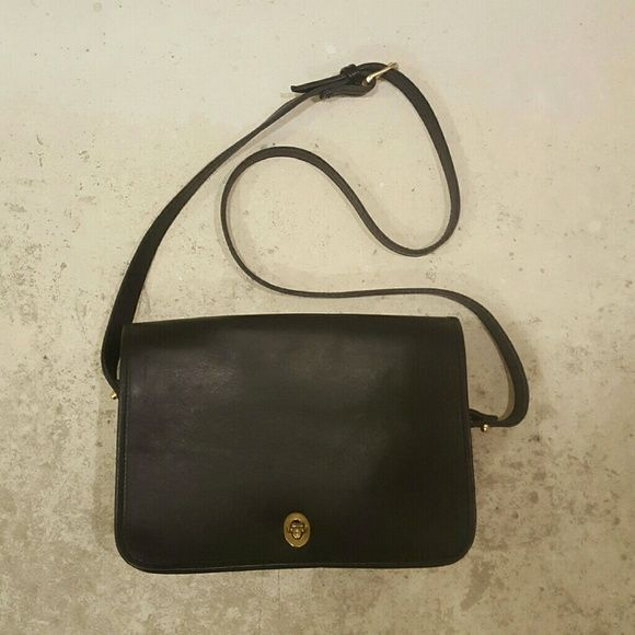 Excellent Condition Authentic Coach Crossbody Bag Amazing Vintage Purse Made In The Usa Is From Real Cow Leather And