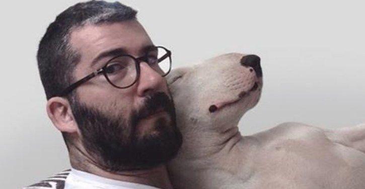 A ex-mulher deste homem lhe deixou apenas seu cão, e isso foi o que ele fez