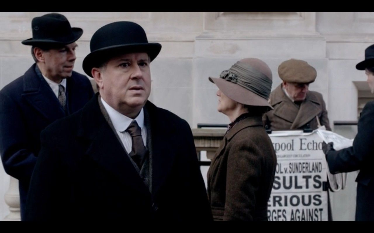 Spratt Spots Mary Tony Outside The Liverpool Grand Hotel Spring 1924 Downton Abbey Downton Downtown Abbey