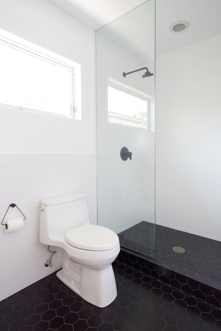 35 Wonderful Bathroom With Window Decor Ideas Desain Kamar Mandi Desain Kamar Mandi Kecil Renovasi Kamar Mandi Kecil