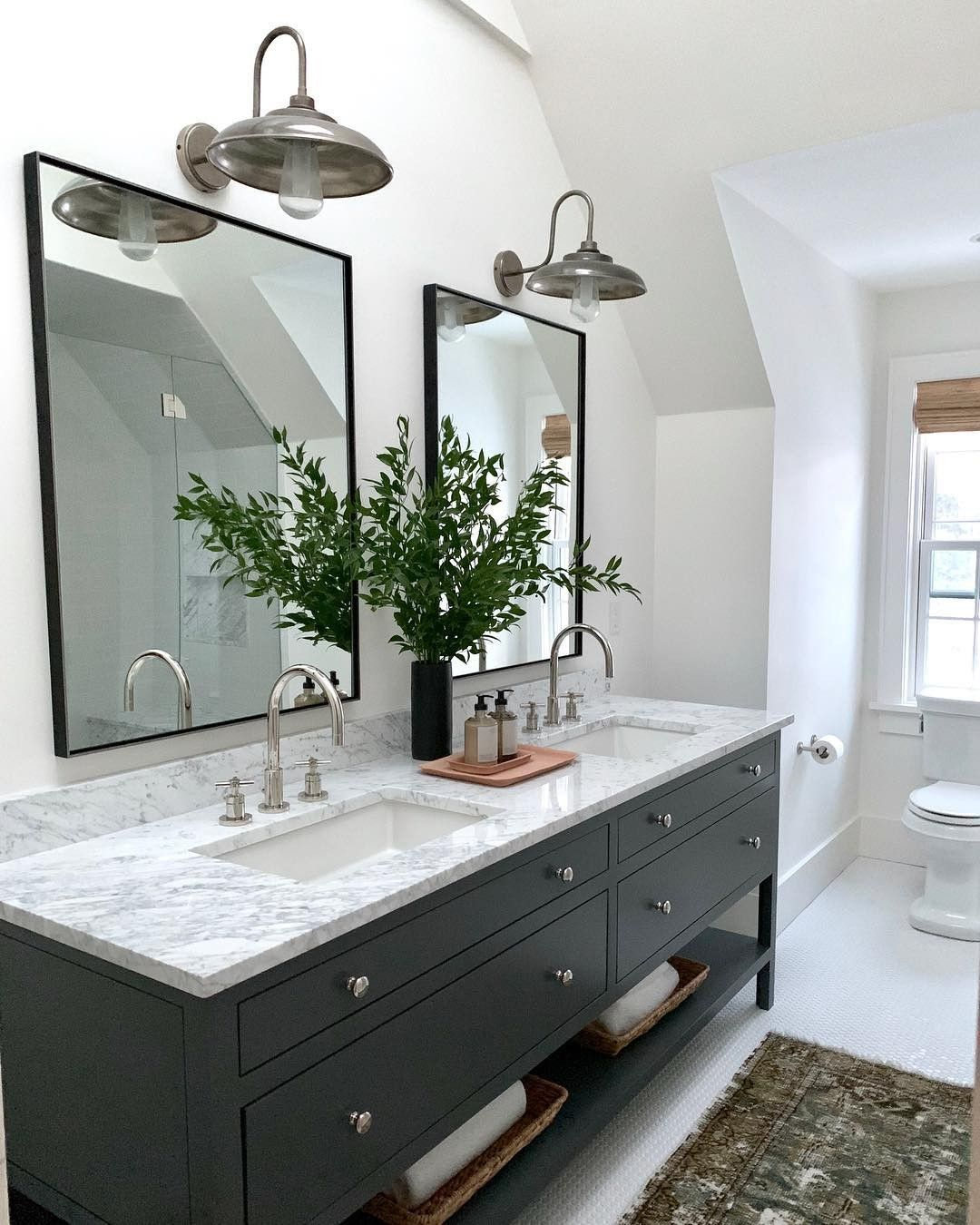 Let S Keep Going On The Before And Afters Shall We One Part Of Me Wants To Show You Everything Master Bathroom Renovation Amber Interiors Beautiful Bathrooms