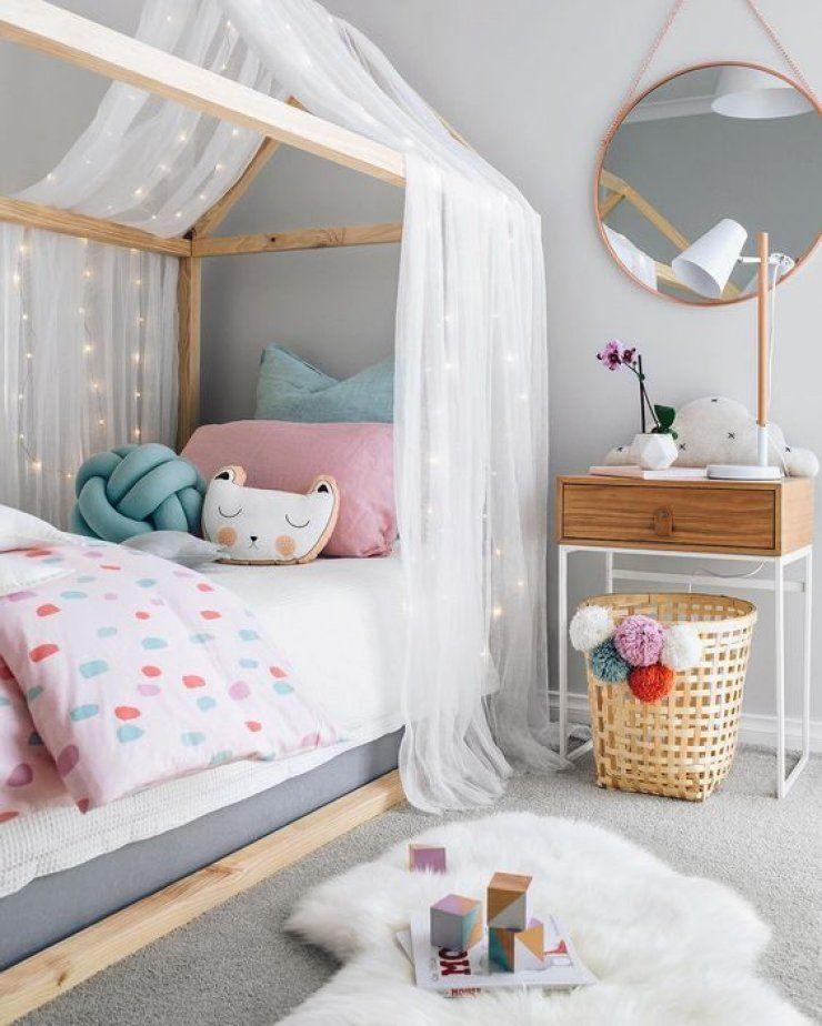 chambre enfant petite fille lit bois ciel de lit voile blanc ...