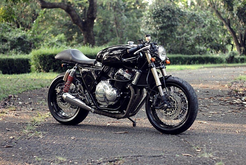 custom honda cb400 a custom bike based on honda cb400n. this
