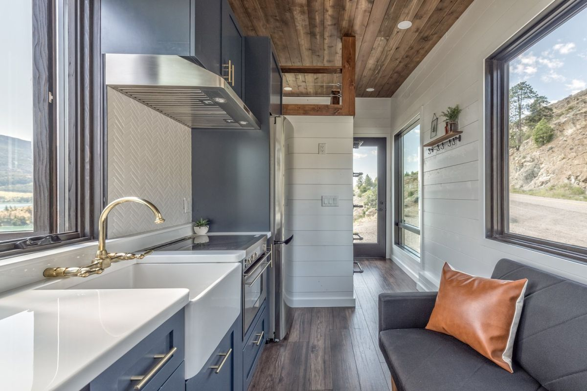 15 Modern Tiny Homes Redefine Compact Living #compactliving