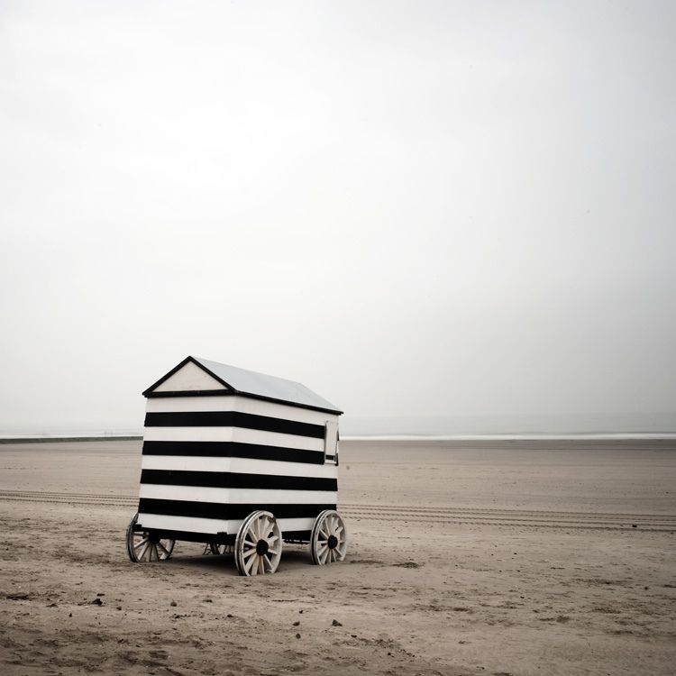 Stripes beach hut · black white