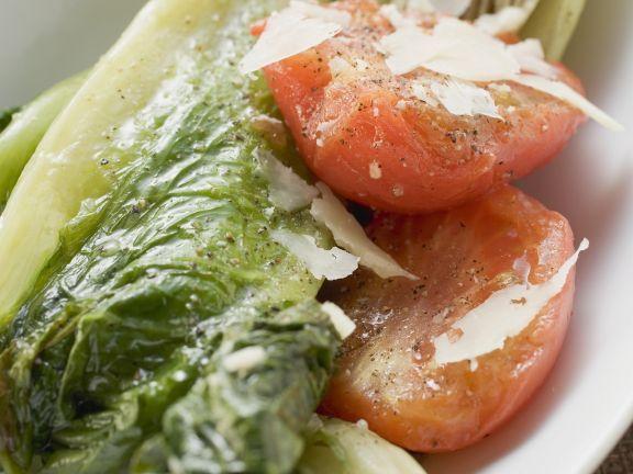 Geschmorter Römersalat mit Tomaten und Parmesan ist ein Rezept mit frischen Zutaten aus der Kategorie Fruchtgemüse. Probieren Sie dieses und weitere Rezepte von EAT SMARTER!