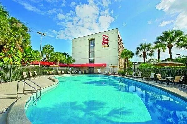 Red Roof Inn Plus In Miami Fla Pools And Hot Tubs Pet Friendly