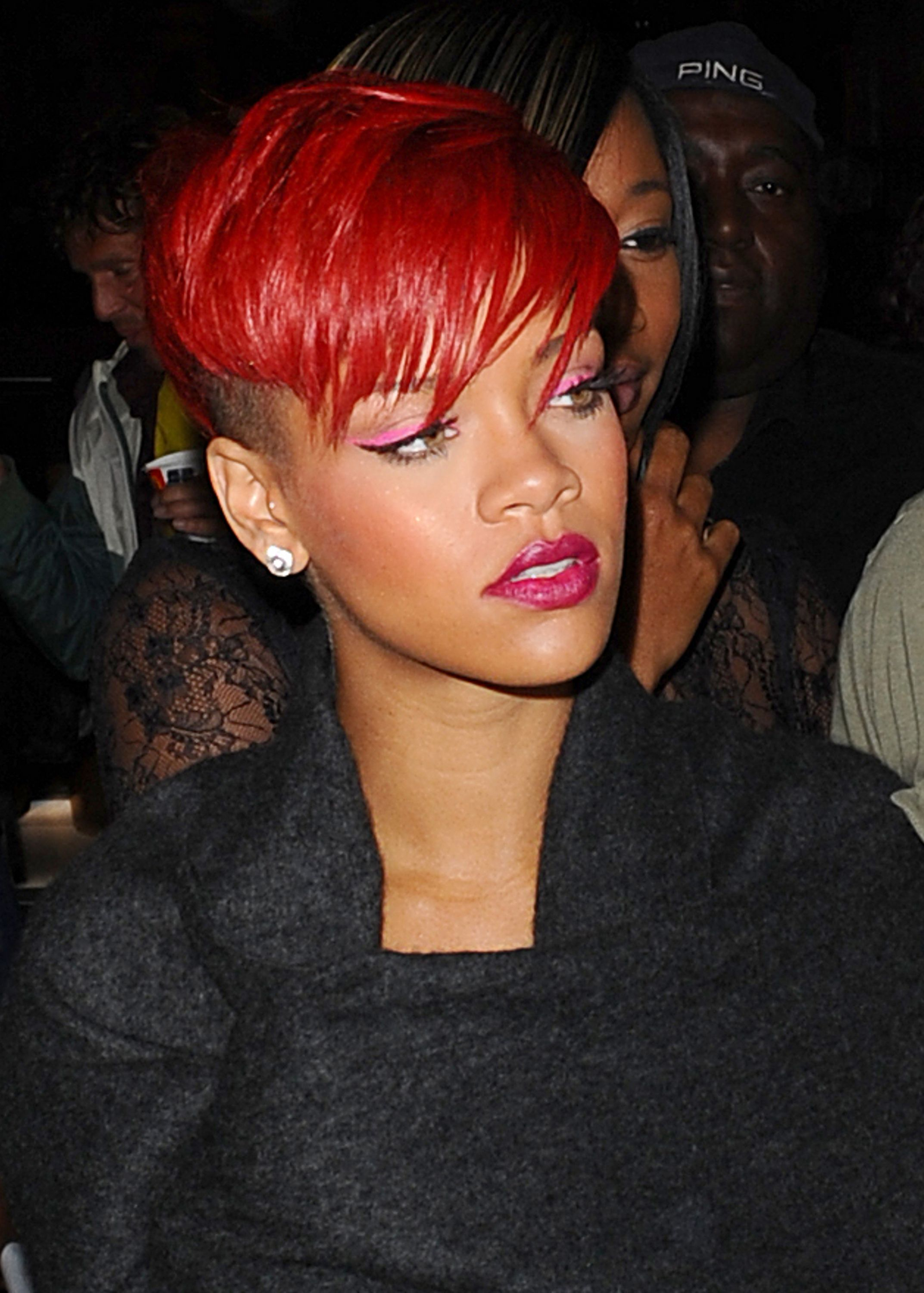 rihanna 39 s rote haare kurzhaarfrisuren haar und beauty. Black Bedroom Furniture Sets. Home Design Ideas