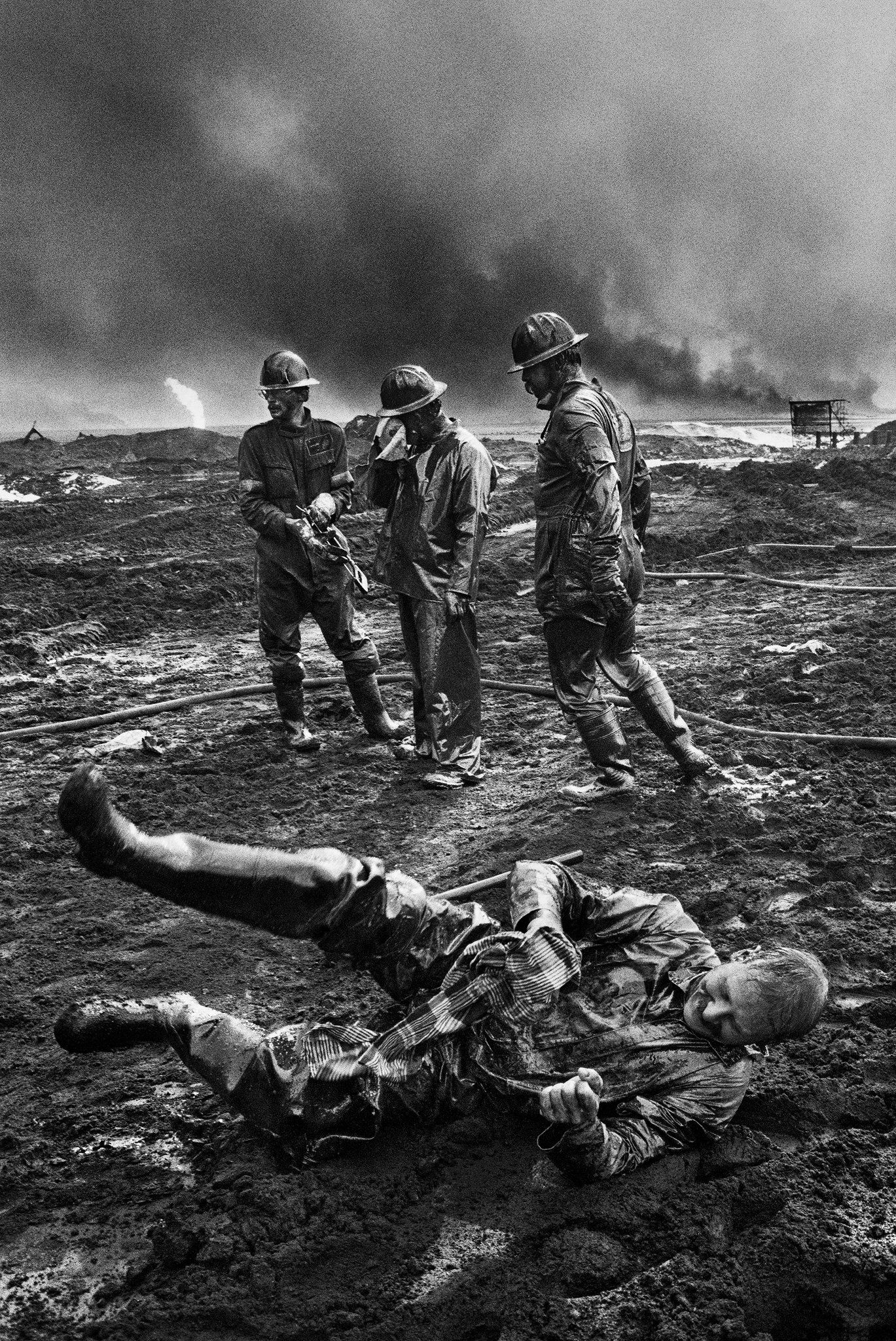 Sebastiao Salgado S Dramatic Workers Photos Overworked Underpaid
