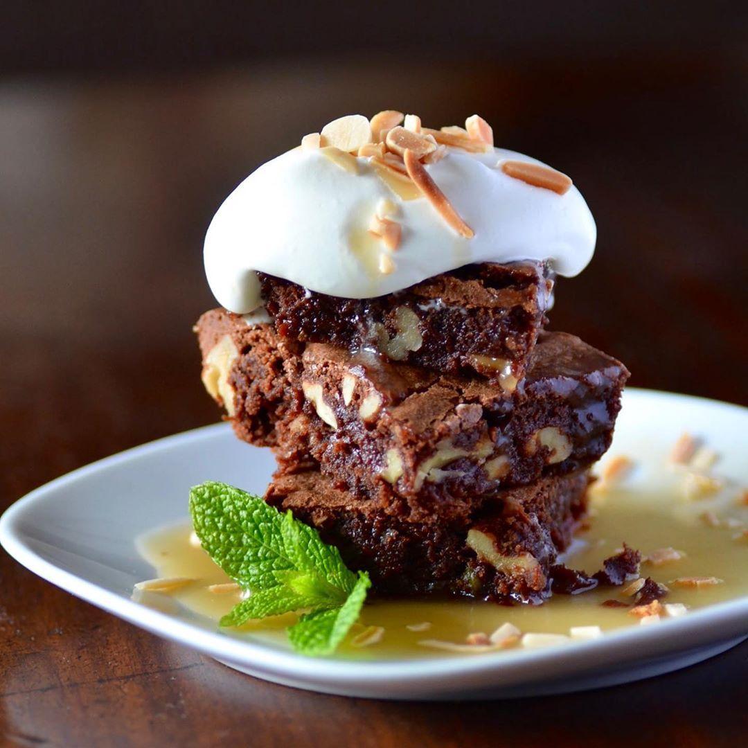 366 Me Gusta 14 Comentarios Amanda Laporte Amanda Laporte En Instagram Brownie Lovers La Receta Brownie De Nueces Con Salsa Toffee Tie Food Beef Meat