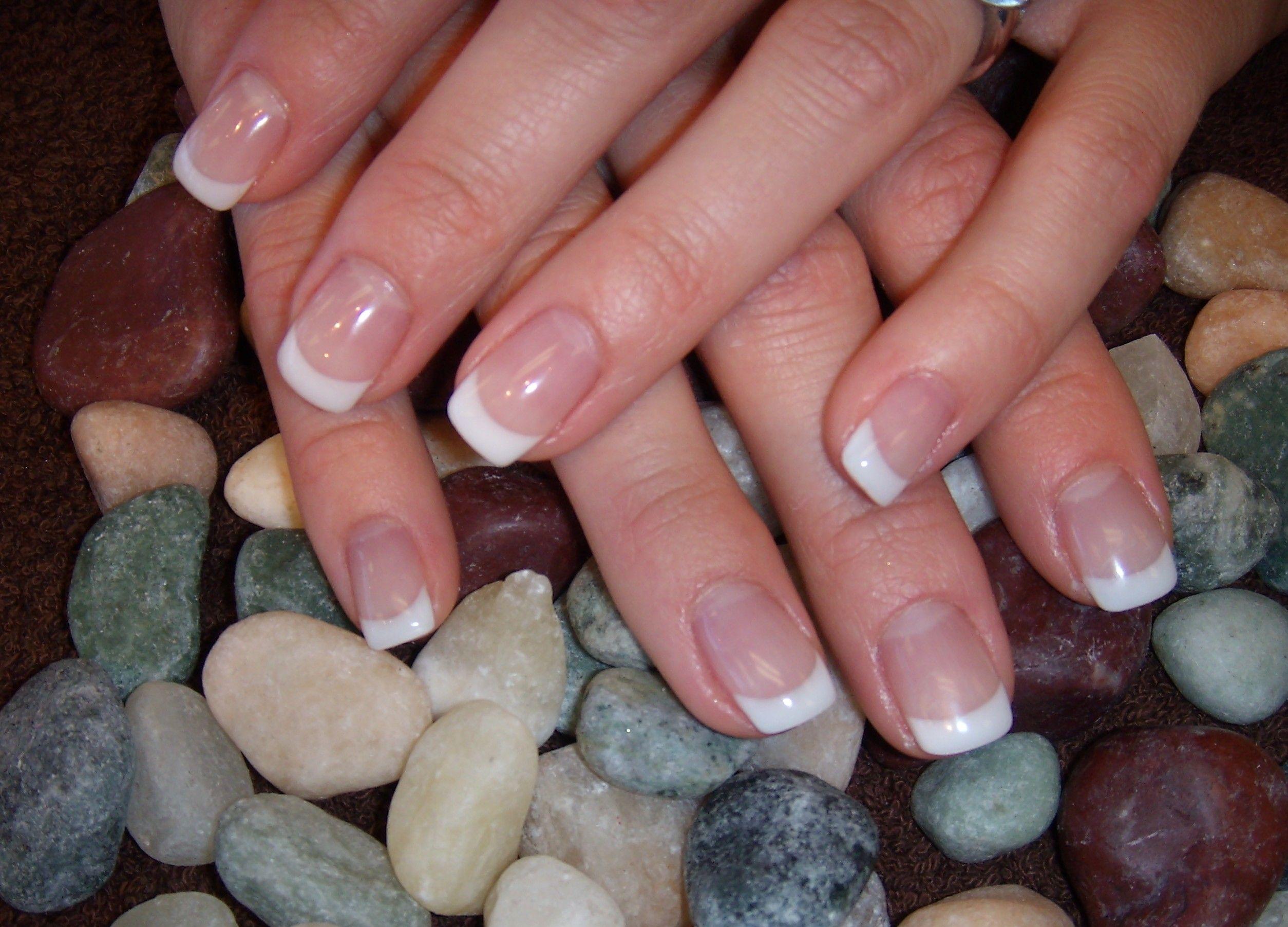 Short french manicure gel