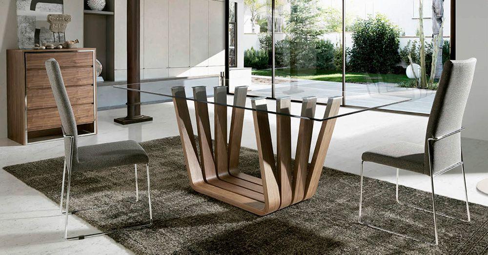 Mesa De Comedor Moderna Con Pie De Madera Y Diseno En Abanico Muebles De Madera Modernos Mesas De Comedor Modernas Mesa De Comedor