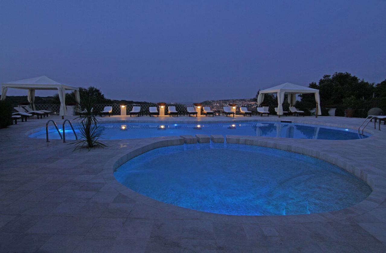 Hotel Balocco - Porto Cervo dettaglio nostra piscina di notte  our swimming pool by night