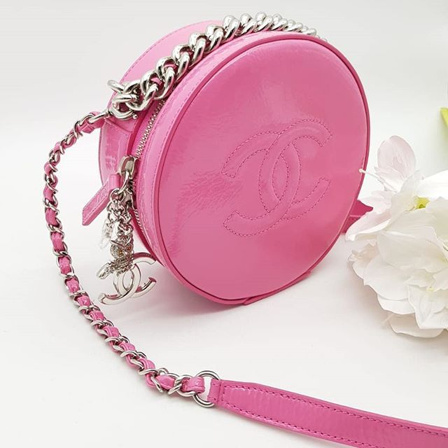e2876275cd63f9 Preloved Chanel Round As Earth Crossbody Bag Pink Patent Silver Hardware  Serial code starting with 267. Full set.