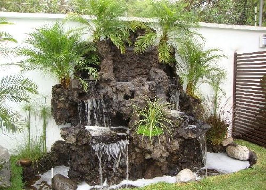 Cascadas de piedra volcanica jardines verticales for Estanques con cascadas de piedra