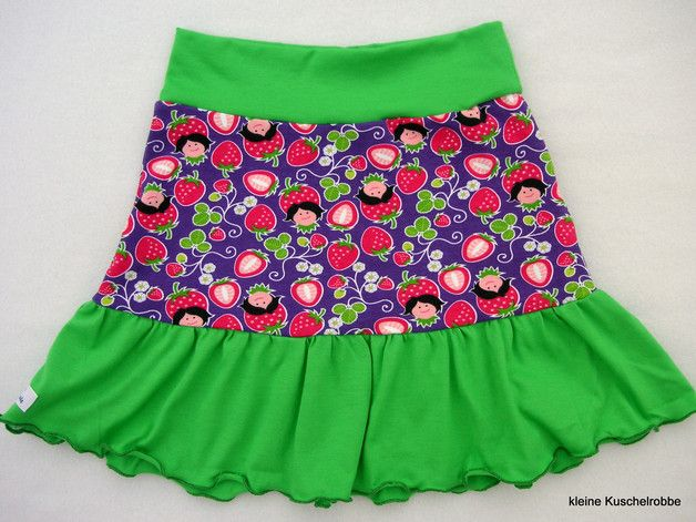 Röcke - Rock, Stufenrock Wunschgröße, Erdbeeren, lila - ein Designerstück von kleine_Kuschelrobbe bei DaWanda