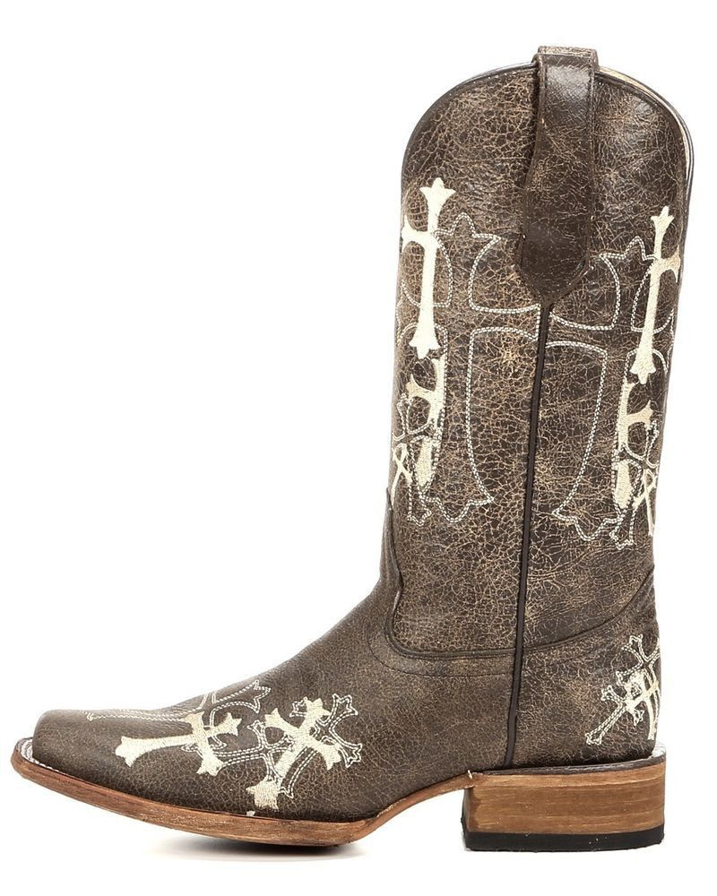 8175061dc24 This distinctive Circle G boot is handcrafted in Mexico. This cowgirl boot  features a distressed