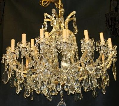 Italian Crystal 24 Light Italian Antique Chandelier In 2020 Antique Chandelier Chandelier Crystal Chandelier Lighting