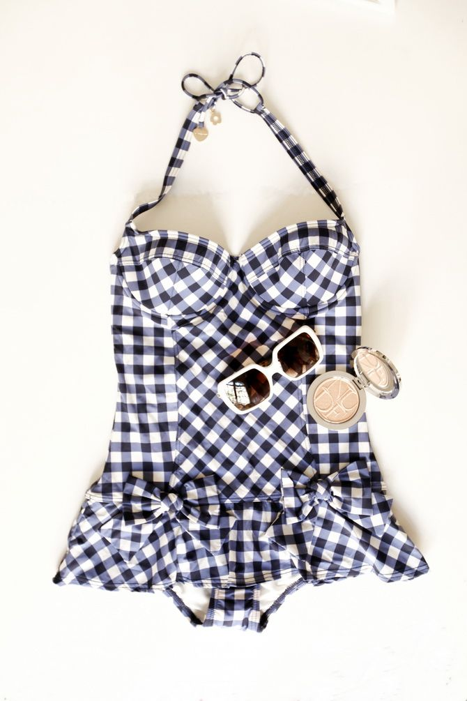 01f0ccdeca Maillot de bain / Bathsuit : Juicy Couture via Avenue K Bronzer : Dior  Lunettes / Sunglasses : Tory Burch