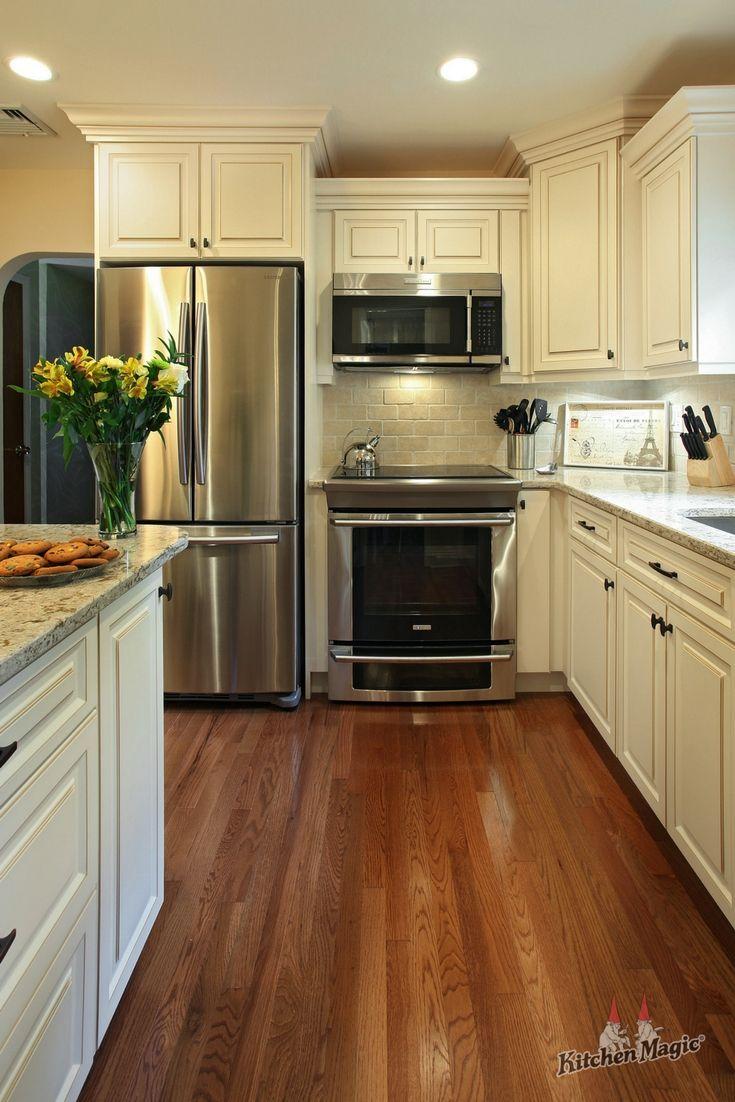 Antique White Kitchen Cabinets With Quartz