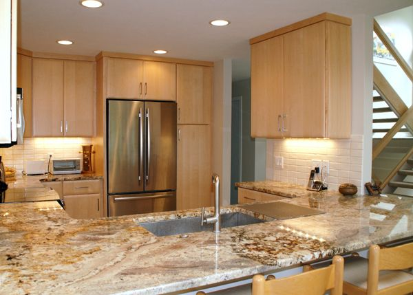 Natural Wood Kitchen Cabinets, What Color Countertop With Natural Maple Cabinets