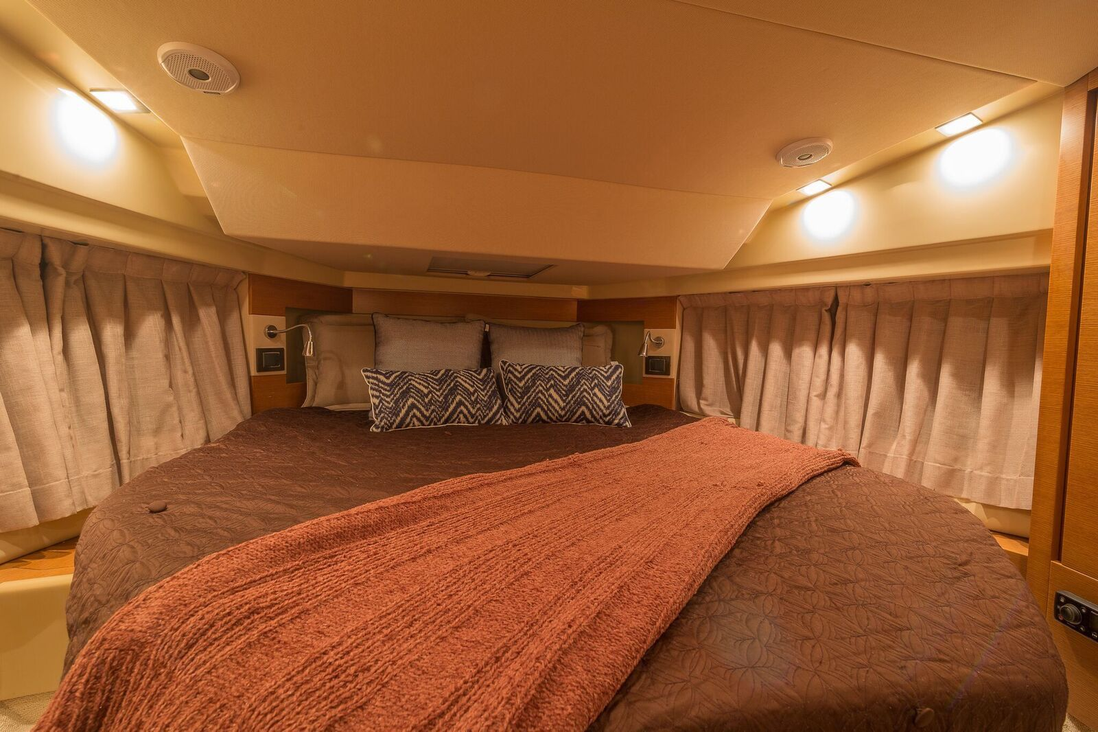 Charter a vandutch yacht in miami haute charters will get
