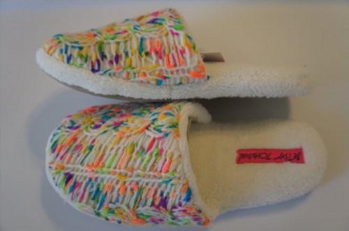 18.62$  Watch here - http://vivuj.justgood.pw/vig/item.php?t=5b5a99821406 - Betsey Johnson Slippers Sz XL 11/12 Ivory Multi Plush Knit Yarn Detail BS4203B