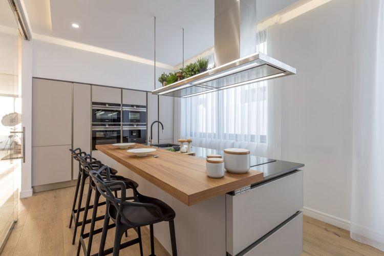 Graue Einrichtung Moderne Küche Weiss Holz Theke #innendesign #design  #interior