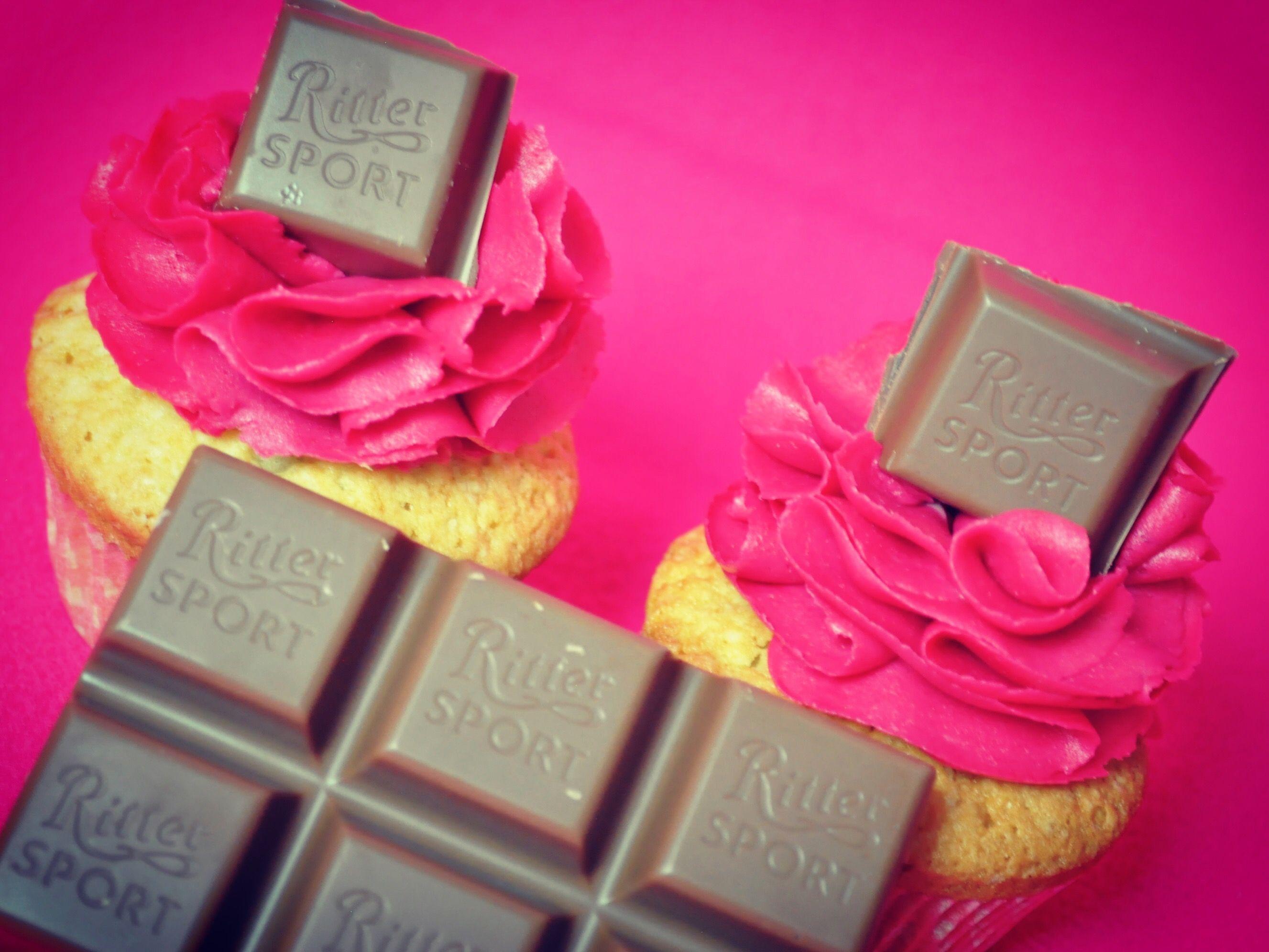 Ritter Sport SchokoMousse Cupcakes dekoriert mit den