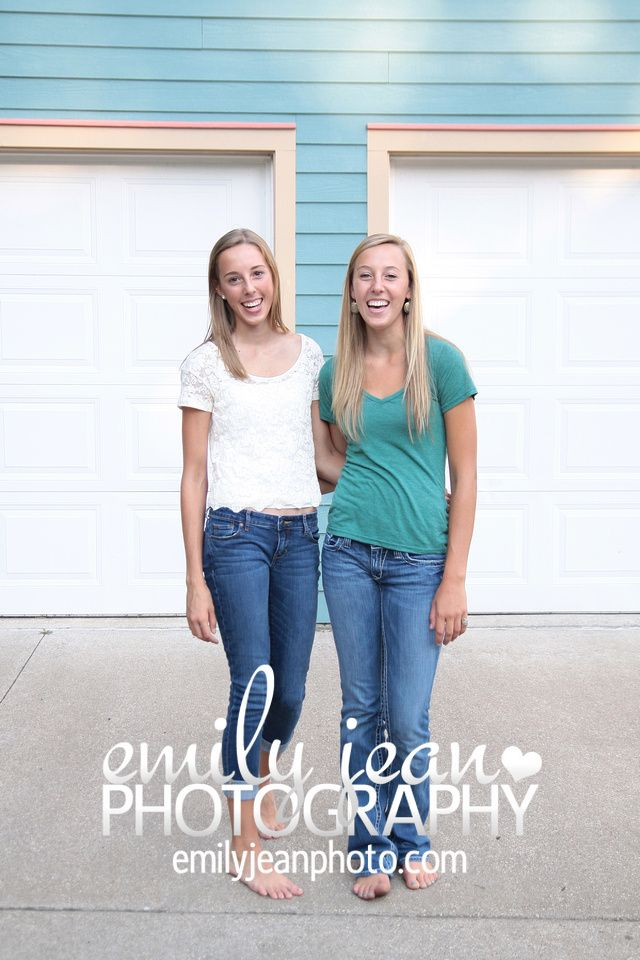 Beautiful sisters! They were so casual and cute (:  #emilyjeanphotography #familyportrait #sisters