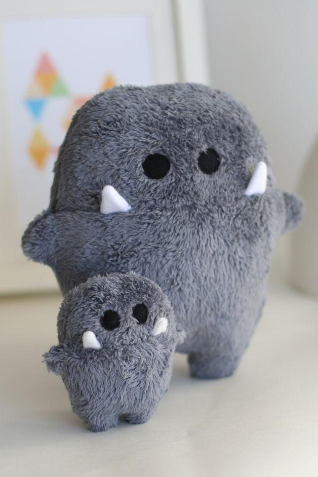Kleine Kuschelmonster für Geschwister / cute cuddling toys, monster teddy bear made by enFant Design via DaWanda.com #sewtoys