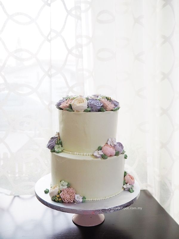 2 Tier Simple Wedding Cake With Buttercream Flowers The
