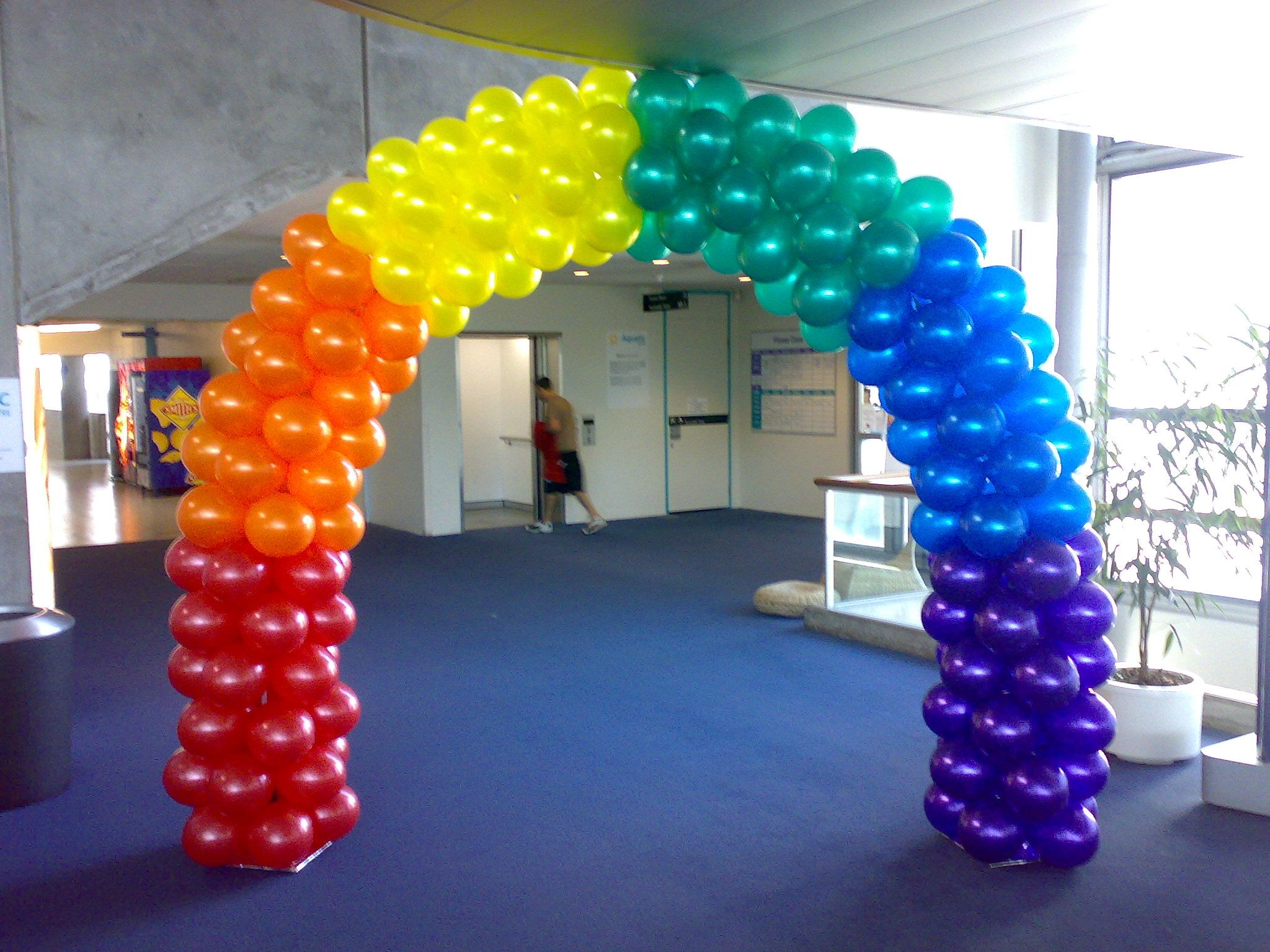Rainbow block arch arch air filled framed pinterest for Balloon decoration arches